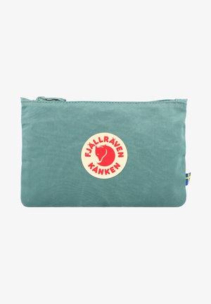KÅNKEN  - Wash bag - frost green
