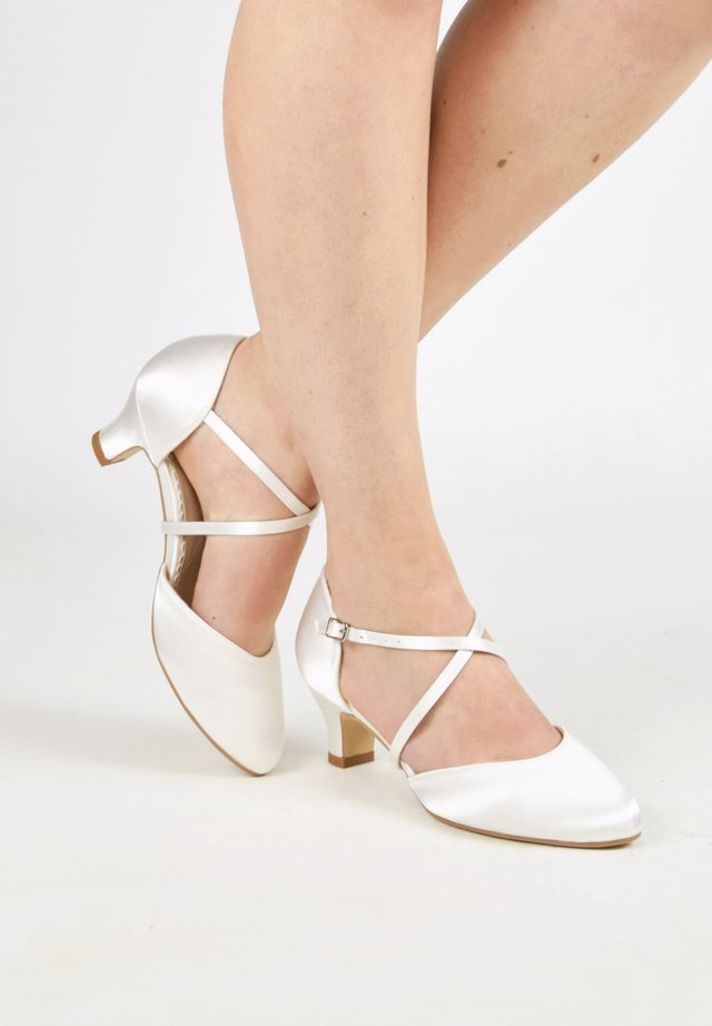 RENATE - Bridal shoes - ivory
