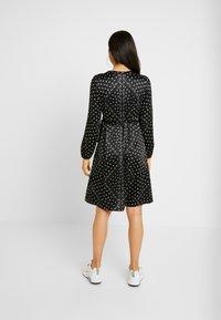Vero Moda - VMGAMMA WRAP DRESS - Robe d'été - black/nice - 3
