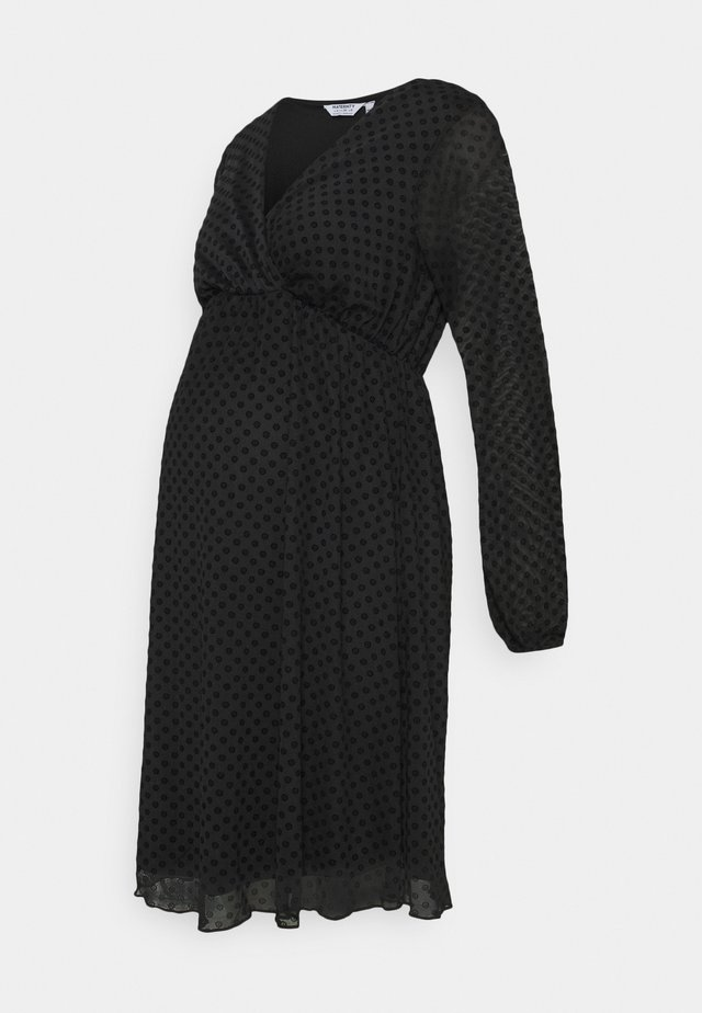 MATERNITY WRAP DOBBY DRESS - Jerseykjoler - black
