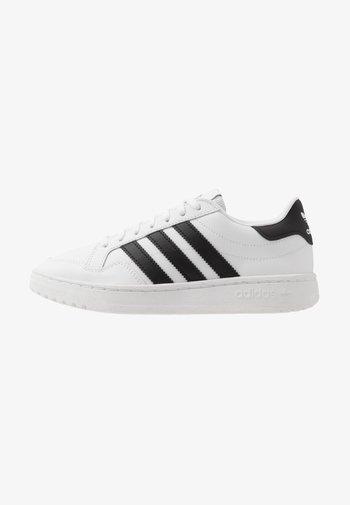 TEAM COURT  - Sneakers basse - footwear white/core black