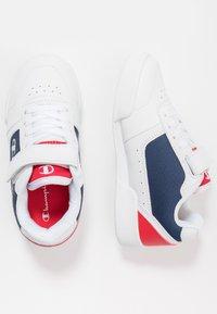 Champion - LEGACY LOW CUT SHOE COURT CHAMP - Sports shoes - white - 0