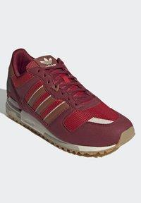adidas Originals - ZX 700 SCHUH - Trainers - red - 1