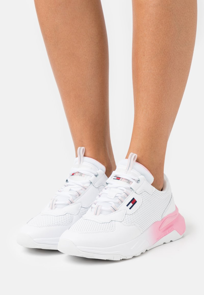 Tommy Jeans - CHUNKY TECH GRADIENT RUNNER - Trainers - white