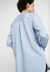 And Less - ALACE BLOUSE - Blouse - colony - 5
