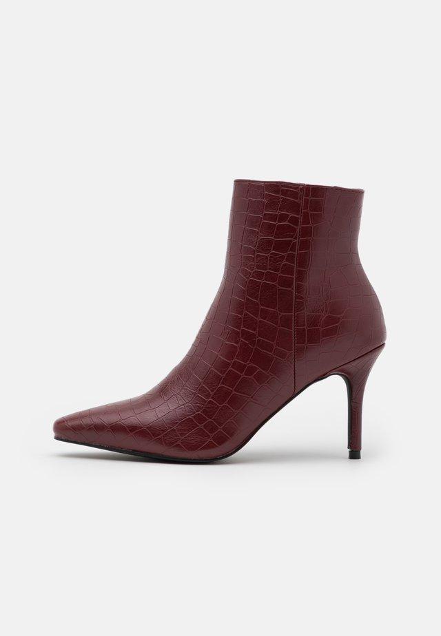 ROSITA - Kotníková obuv - bordo