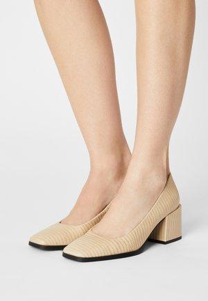 Classic heels - crema