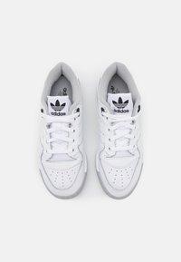 adidas Originals - RIVALRY PREMIUM - Sneakersy niskie - footwear white/grey two/core black - 5