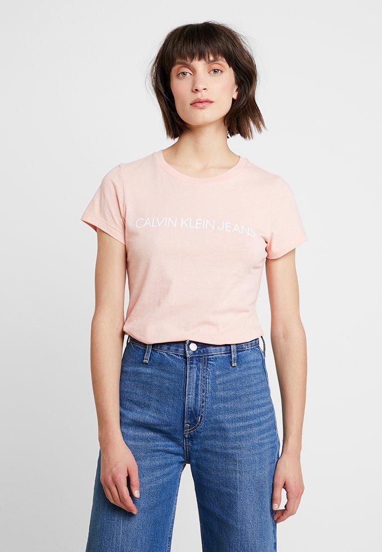 Calvin Klein Jeans - INSTITUTIONAL LOGO SLIM FIT TEE - Print T-shirt - blossom/bright white