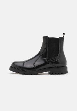TRAKTOR - Kotníkové boty - black
