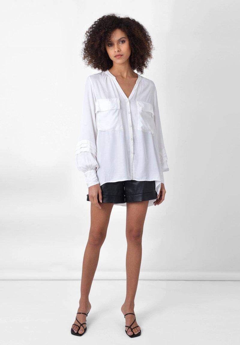 Ro&Zo - PINTUCK   - Button-down blouse - white