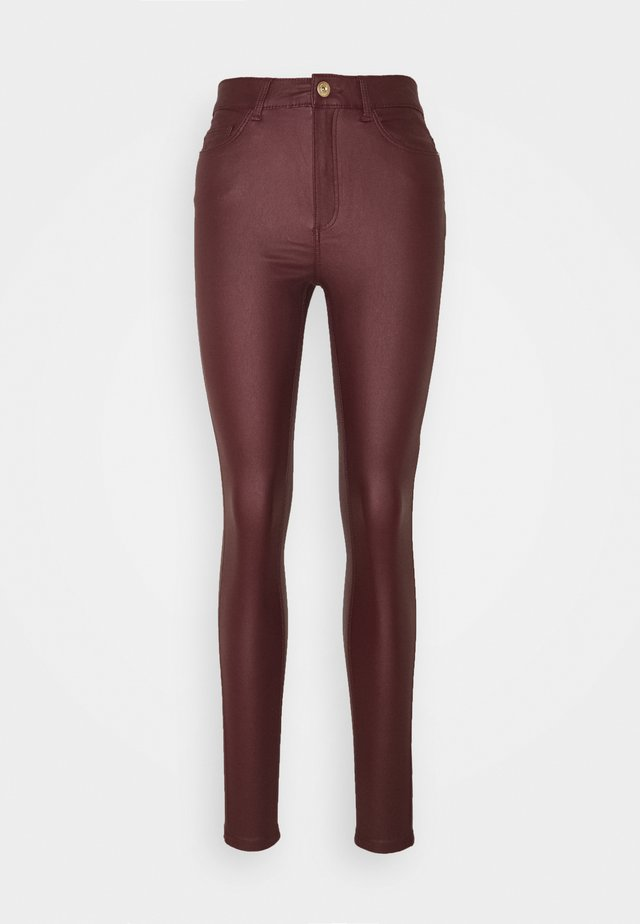 NMCALLIE SKINN COATED PANTS - Pantalon classique - zinfandel