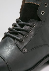 Levi's® - EMERSON  - Lace-up ankle boots - regular black - 5