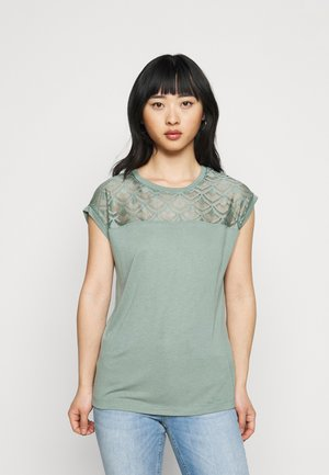 ONLNICOLE MIX - T-shirts med print - chinois green