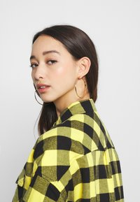 Tommy Jeans - GINGHAM CHECK  - Button-down blouse - star fruit yellow/black - 4