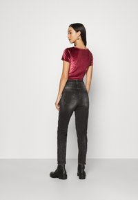 Diesel - D-FAYZA - Džíny Relaxed Fit - washed black - 2