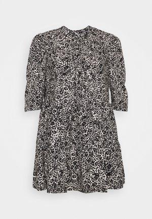 TIERED SMOCK DRESS WITH HALF DRESS - Denní šaty - mono