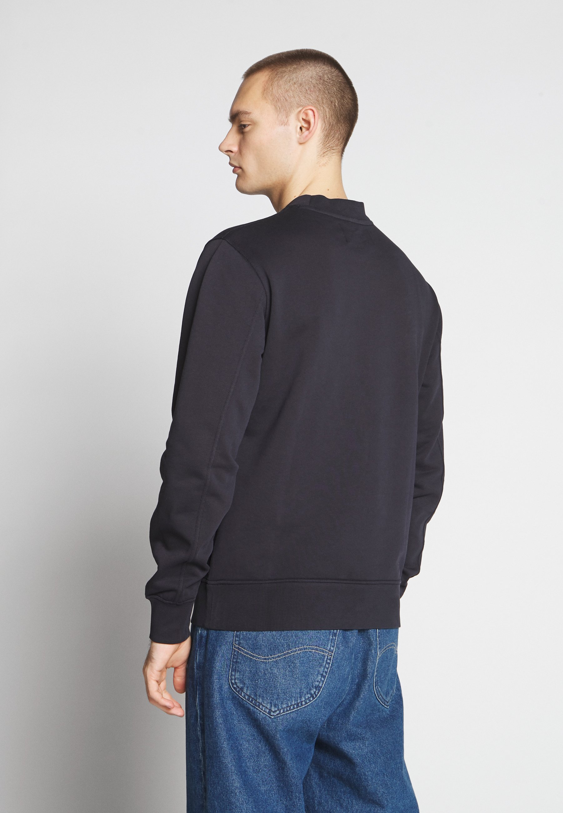 Virallinen Miesten vaatteet Sarja dfKJIUp97454sfGHYHD Calvin Klein Jeans INSTIT CHEST LOGO CREWNECK Collegepaita night sky