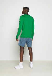 Jordan - CREW - Maglietta a manica lunga - lucky green/dark sulfur - 2