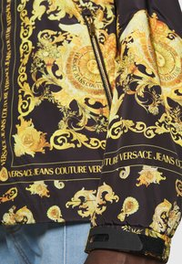Versace Jeans Couture - PRINT BAROQUE - Summer jacket - black - 6