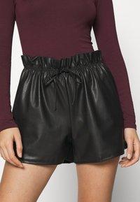 Miss Selfridge - PU PAPERBAG  - Shorts - black - 4