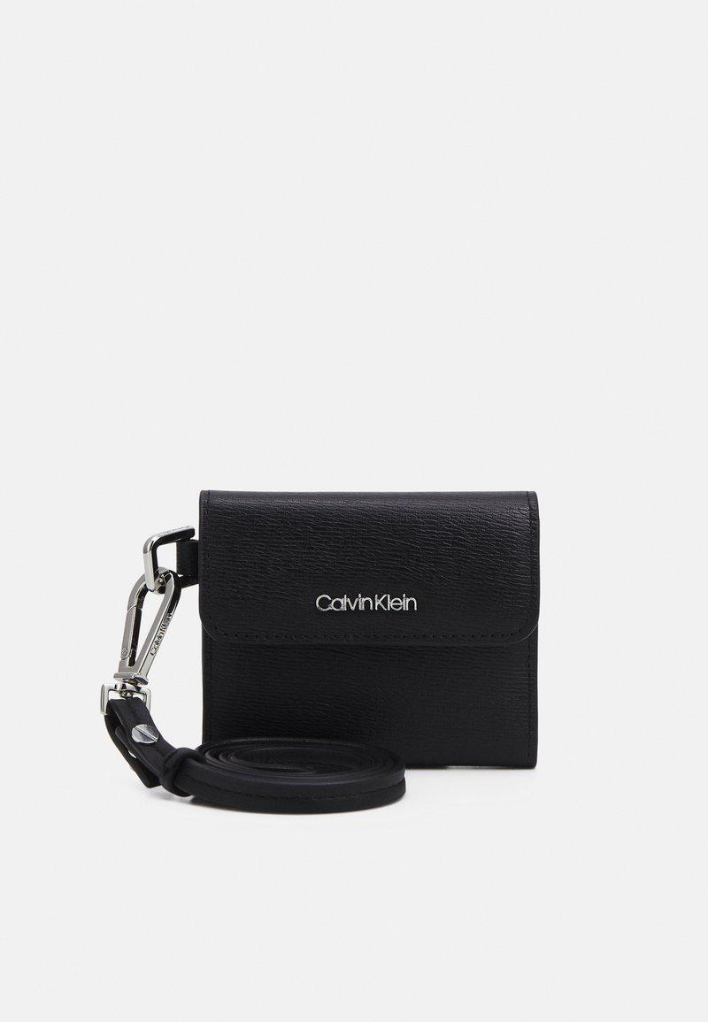 Calvin Klein - MINIMALISM WEARABLE HOLDER - Monedero - black