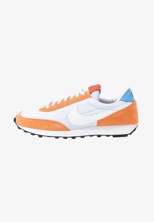 DAYBREAK - Trainers - football grey/white/orange trance/team orange/university blue/black