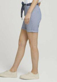 TOM TAILOR - Shorts - navy thin stripe - 3