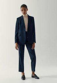 Massimo Dutti - MIT EINEM KNOPF - Blazer - blue-black denim - 1