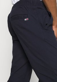 Tommy Jeans - SCANTON DOBBY TRACK PANT - Trousers - twilight navy - 3