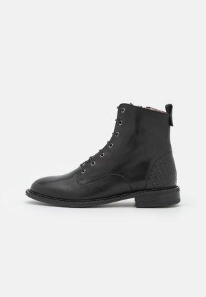 MECOL - Šněrovací kotníkové boty - noir