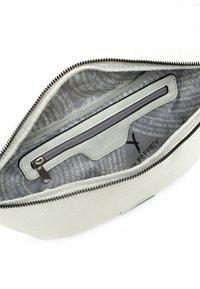 SURI FREY - FRANZY - Bum bag - ecru - 4
