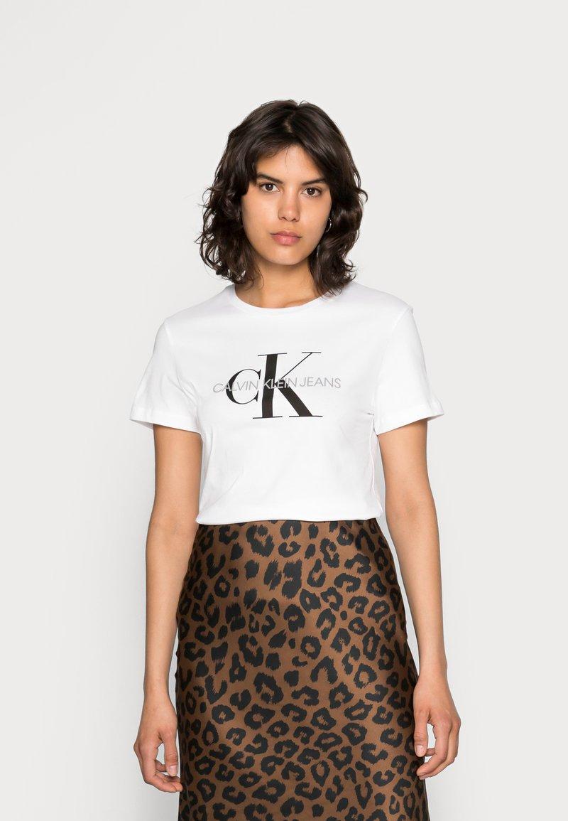 Calvin Klein Jeans - CORE MONOGRAM LOGO - T-shirt con stampa - bright white