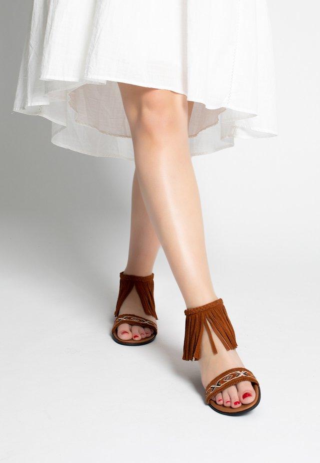 MOROCCO - Sandalen met enkelbandjes - brown