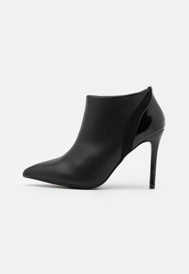 ARCHIE - Ankelboots med høye hæler - black