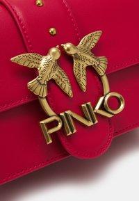 Pinko - LOVE MINI ICON SIMPLY SETA ANTIQUE - Across body bag - red - 3