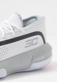 Under Armour - SC 3ZER0 III - Basketbalové boty - white/mod gray - 5