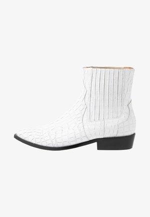 TAKE IT EASY - Kovbojské/motorkářské boty - white
