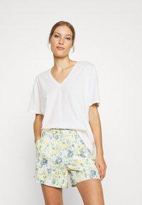 Lounge Nine - HERMIONE V NECK - T-shirts - snow white - 1