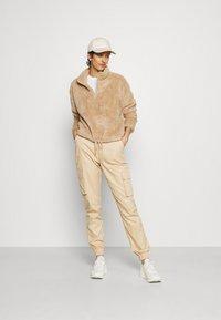 ONLY Tall - ONLBEA CONTACT SHERPA ANORAK  - Fleece jumper - cuban sand - 1