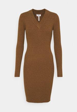 OBJFAE THESS DRESS - Gebreide jurk - brown