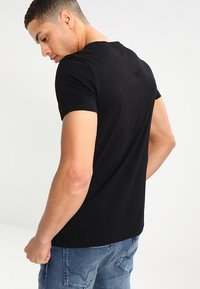 TOM TAILOR DENIM - CREWNECK TEE - T-shirt con stampa - black - 2