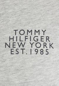 Tommy Hilfiger - CORP SPLIT TEE - Triko spotiskem - medium grey heather - 6
