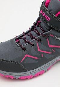 Hi-Tec - TRIO WP UNISEX - Zapatillas de senderismo - mid grey/dark grey/fuchsia - 5