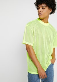 Weekday - GREAT CAPSULE - Jednoduché triko - neon yellow - 0