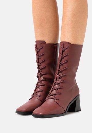 ELMA BOOT VEGAN - Snørestøvler - red