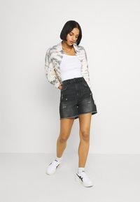 ONLY - ONLBAY DESTROY - Denim shorts - black denim - 1