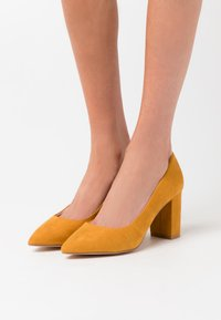 Vero Moda - VMSIA - Classic heels - buckthorn brown - 0