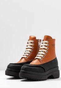 MM6 Maison Margiela - Platform ankle boots - bran/black - 4