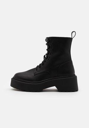 LACE UP CHUNKY SOLE BOOTS - Kotníkové boty na platformě - black